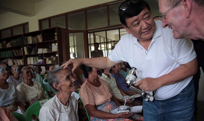 Сандук Раит, непальский врач